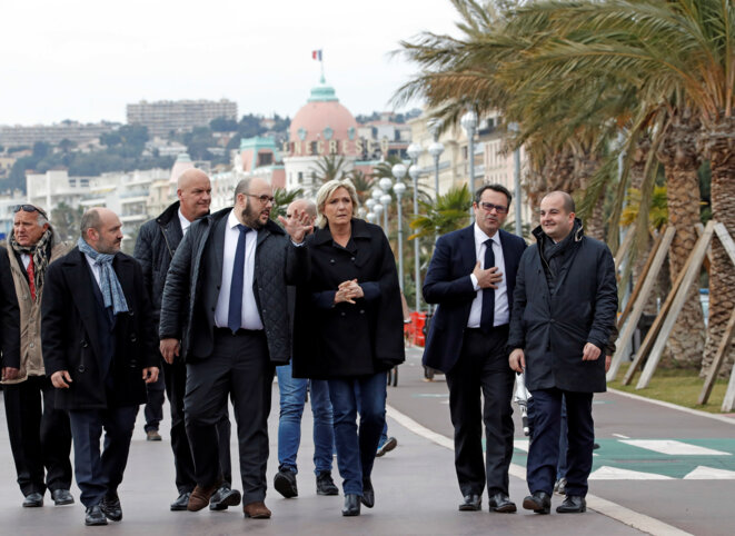 Marine Le Pen le 13 février, à Nice, entourée d'élus FN locaux : l'ex-leader identitaire et conseiller régional Philippe Vardon, le conseiller régional (ex-UMP) Olivier Bettati et son directeur de campagne, le sénateur et maire de Fréjus, David Rachline. © Reuters