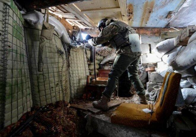 Un soldat ukrainien dans la ville d'Avdiïvka, lors des combats de février. © Reuters