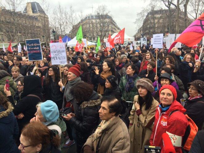 Sur la place de la République, le 8 mars, à 15 h 40 © MG