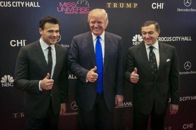 Donald Trump entouré des hommes d'affaires azéris Emin et Azar Agalarov, lors de son passage à Moscou en novembre 2013 pour le concours de Miss Univers-Russie © Compte twitter Donald Trump