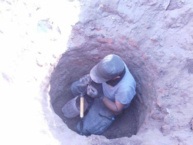 Recherche d'ossements au fond d'un puits condamné, Etat de Sinaloa, Mexique © Clément Detry
