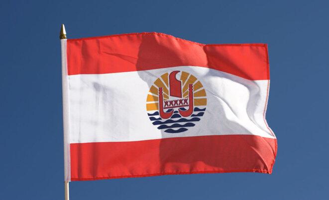 """Le drapeau de la Polynėsie (""""française"""")."""
