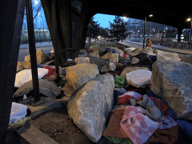 Les pierres et les abris de fortune des réfugiés - 13 février 2017 © Gilles Walusinski