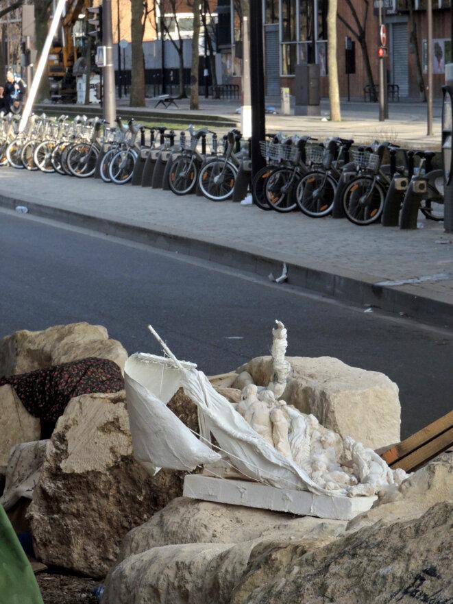 Un radeau de la méduse échoué à La Chapelle - 11 mars 2017 © Gilles Walusinski