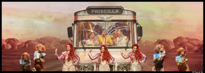 Le casino de Paris accueille, pour notre plus grand plaisir, le flamboyant et extravagant bus musical, Priscilla, folle du désert © Pascal Ito