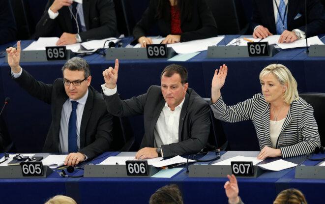Aymeric Chauprade, Louis Aliot et Marine Le Pen au Parlement européen, le 10 mars 2015. © Reuters