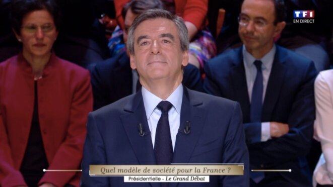 François Fillon pendant l'échange sur les affaires. © Capture d'écran du débat sur TF1