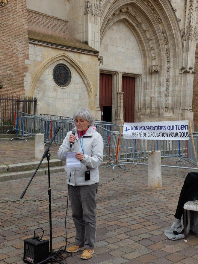 Michèle Crémoux présentant l'action du Cercle des Voisins [Ph. YF]