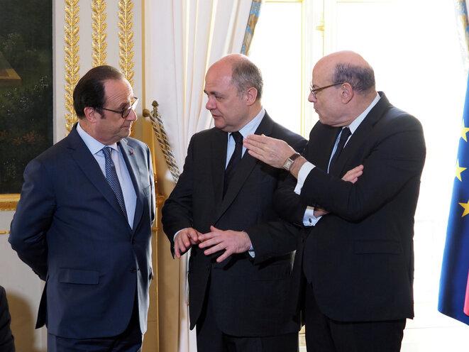 De izquierda a derecha: François Hollande, Bruno Le Roux y Jean-Marie Le Guen, el 14 de marzo de 2017. © Reuters