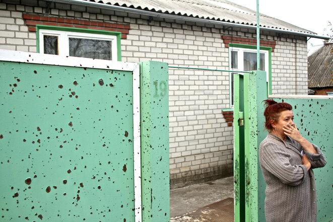 Une habitante d'un des quartiers de Slaviansk, ville dévastée par les combats de l'été 2014. © Laurent Geslin