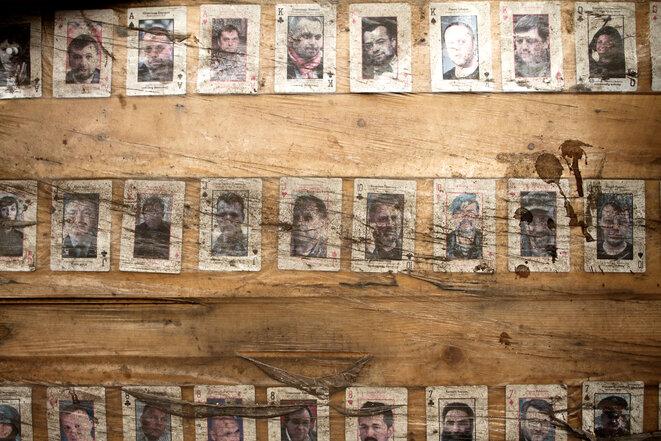 Visages de combattants séparatistes dans les locaux du bataillon Aïdar, en septembre 2014. © Laurent Geslin