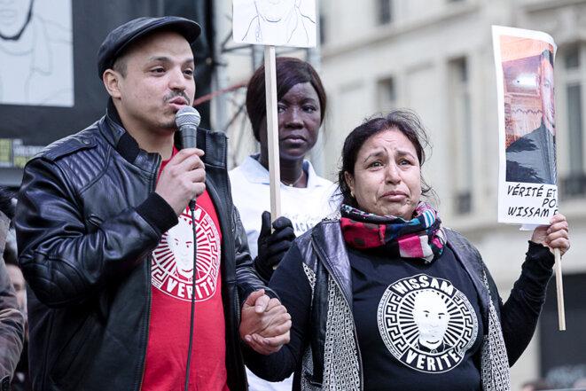 Farid El-Yamni réclame justice pour son frère Wissam lors de la marche contre les violences policières du 19 mars 2017, à Paris © Yann Levy