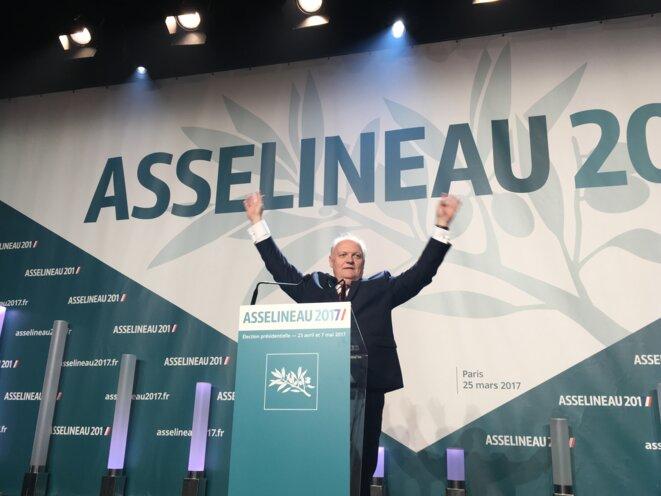 25 mars. François Asselineau, lors de son meeting parisien. © Mathieu Magnaudeix