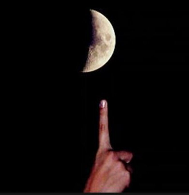 lune-doigt-02