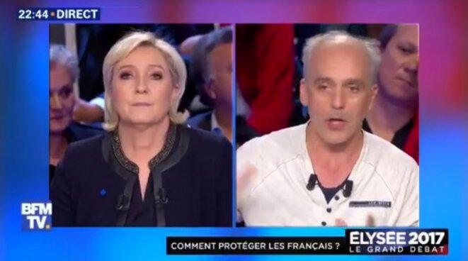 Marine Le Pen interpellée par Philippe Poutou sur l'affaire des soupçons d'emplois fictifs du FN au Parlement européen.