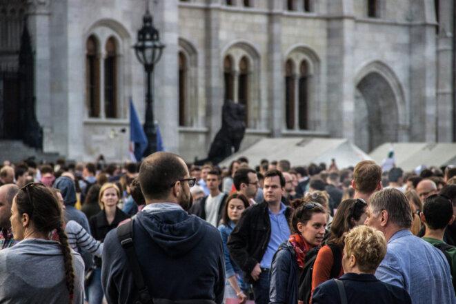 La foule s'est massée devant le Parlement. © Ludovic Lepeltier-Kutasi