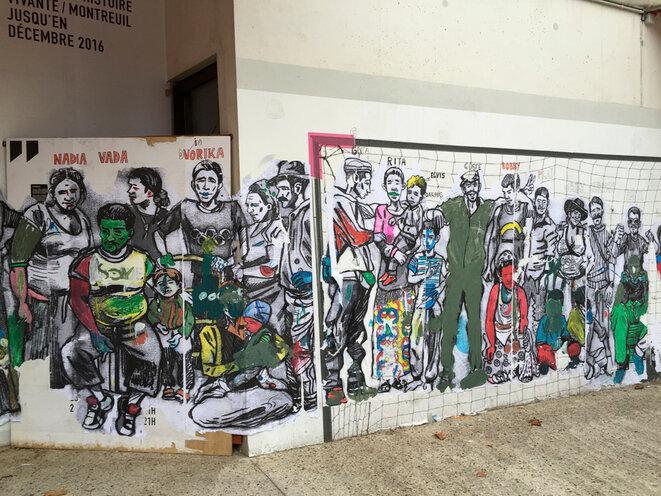 Fresque de Damien Roudeau – élaborée sur un mur du théâtre à partir des dessins que l'artiste a réalisés depuis qu'il travaille avec les Roms –- effacée par la Mairie au mois d'août 2016.
