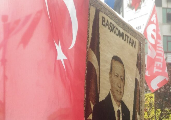 Lors d'un meeting de Erdogan, dans le quartier de Gaziosmanpasa à Istanbul, le 26 mars 2017. © NC