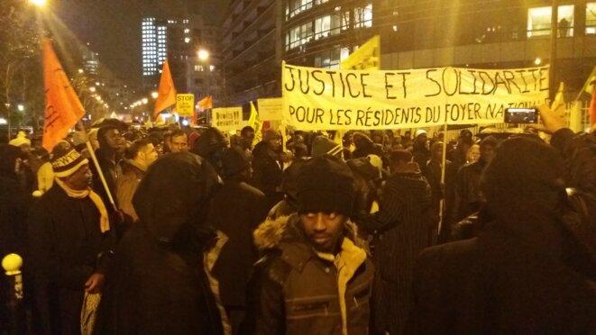 Lors d'une manifestation, le 10 janvier 2017, à Boulogne-Billancourt, à la suite de l'incendie d'un foyer de la ville © Sana Sbouai