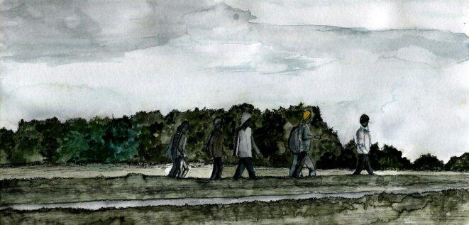 À la tombée de la nuit en 2015-2016, il était courant d'apercevoir des silhouettes marchant à travers champs pour rejoindre les autoroutes et, a priori, créer des barrages © Elisa Perrigueur