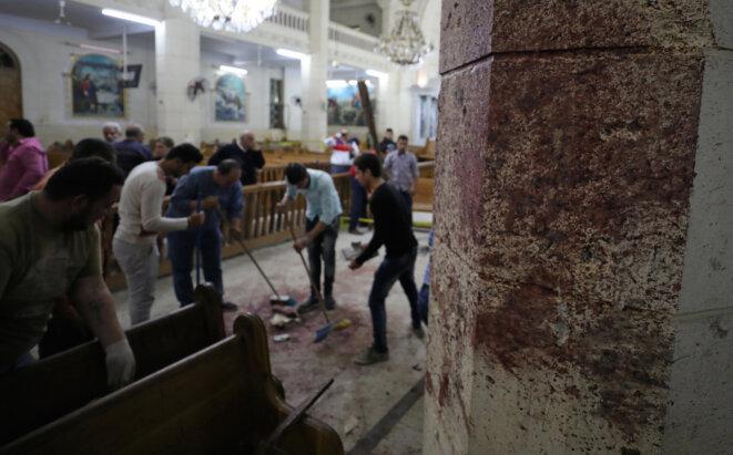 Dans l'église copte de Tanta, après l'attentat, dimanche 9 avril © Reuters