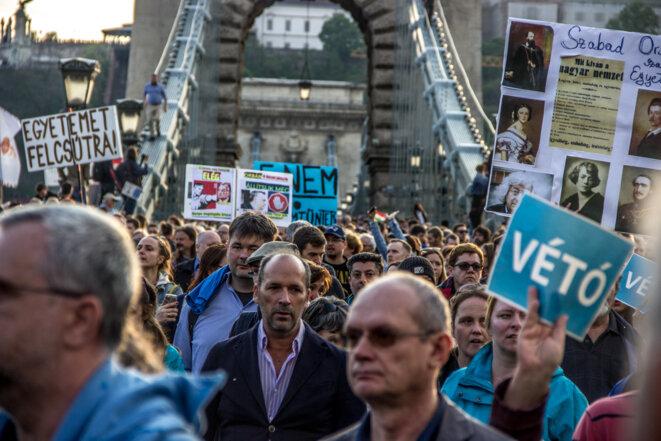Manifestation à Budapest, le dimanche 9 avril 2017. © Ludovic Lepeltier-Kutasi pour Hu-lala.org