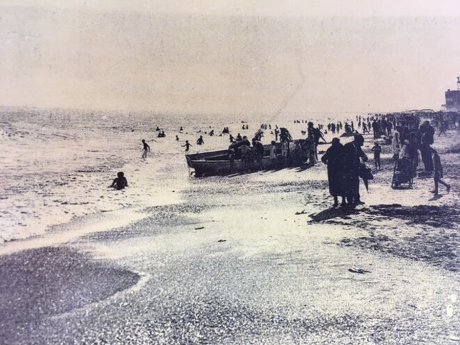 A view of the beach of Pavalas-les-Flots before the development of mass tourism as shown on a postcard from the town's heritage museum (precise date unknown). © DR