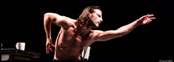 Julien Derouault, danseur, comédien et chorégraphe © Pascal Elliot