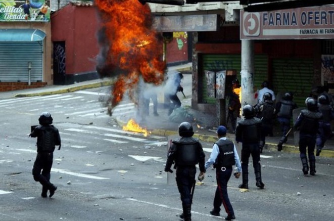 Affrontements à San Cristobal, mercredi 19 avril. © Reuters