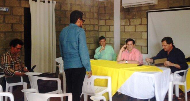 Début du conclave de Carthagène des Indes. Dans la photo de gauche à droite : Pastor Alape et Ivan Marquez (membres du sécretariat des FARC-EP) et Rafael Pardo (directeur du Bureau du Post-Conflit), Juan Fernando Cristo (Ministre de l'Intérieur) et Sergio Jaramillo (directeur du Bureau du Haut Commissariat de la Paix - OACP)