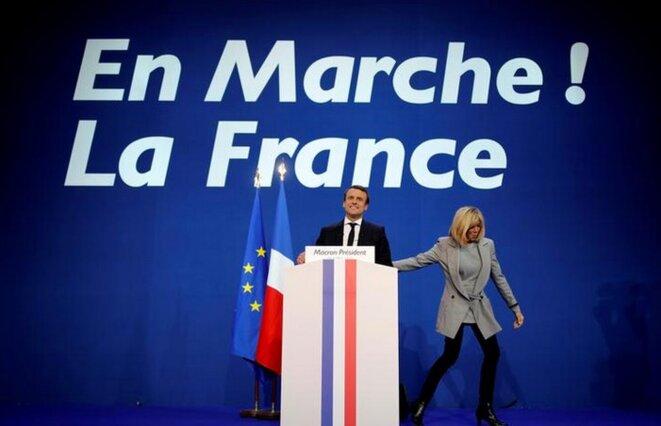 Emmanuel Macron et Brigitte Macron, dimanche soir © Reuters
