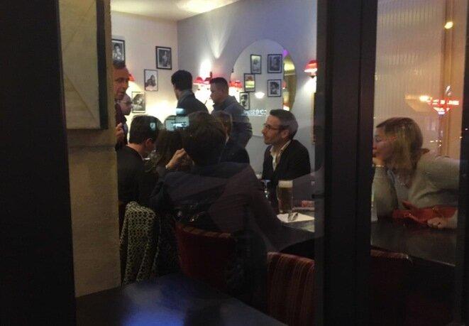 Les dirigeants de Sens commun dans un bar proche du QG de Fillon. © L.D.