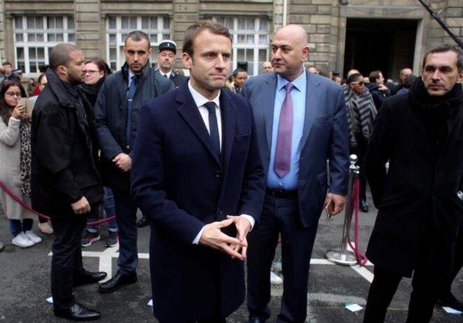 Emmanuel Macron, lors de l'hommage en l'honneur du policier assassiné, Xavier Jugele, mardi, à Paris © Reuters