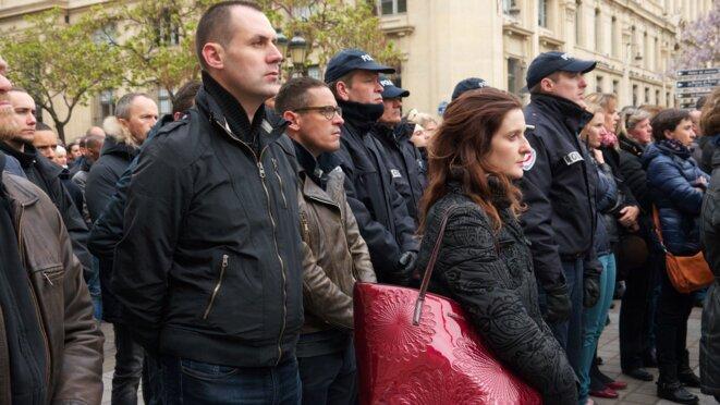 Hommage à Xavier Jugelé devant la préfecture de police de Paris, le 25 avril 2017. © LF