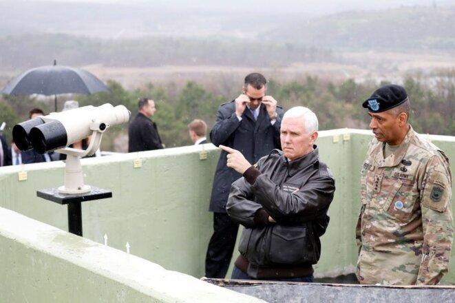 Le vice-président américain Mike Pence sur la frontière des deux Corées, le 17 avril 2017. © Reuters