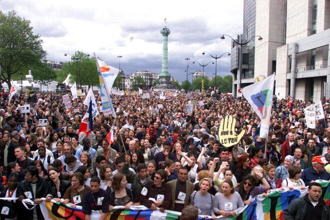 Manifestation anti-FN sur la place de la Bastille, le 1er Mai 2002. © Reuters