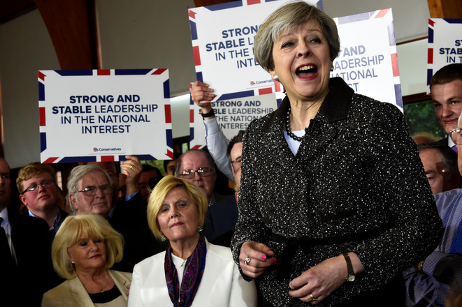 Theresa May en campagne à Bridgend, au pays de Galles, le 25 avril 2017. © Reuters/Rebecca Naden.