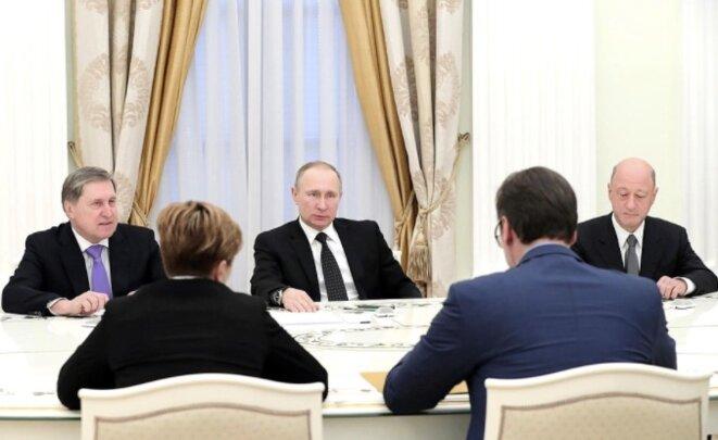 Vladimir Poutine et Alexandre Babakov (à droite, de face) lors d'une rencontre avec le premier ministre serbe, le 27 mars 2017, à Moscou. © Site Internet du Kremlin