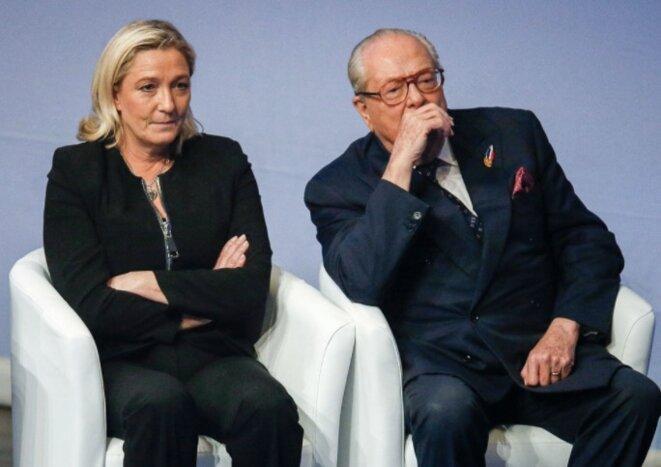 Marine Le Pen et Jean-Marie Le Pen au congrès de Lyon, en novembre 2014, quelques mois avant que le fondateur du Fn soit exclu du parti. © Reuters