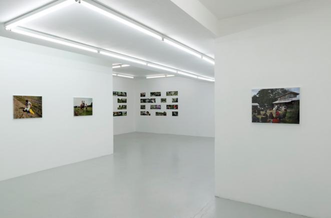 Vue de l'exposition de Bruno Serralongue ©AirdeParis