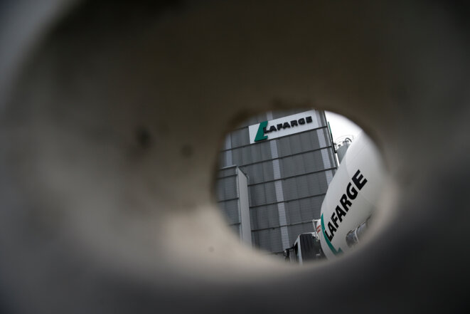 A Lafarge lorry photographed in the Paris region in April 2014. © Reuters
