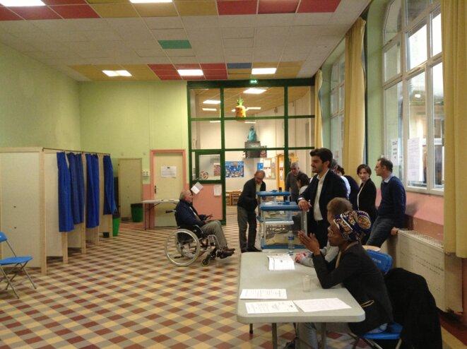 Bureau de vote à Lyon, le 7 mai.
