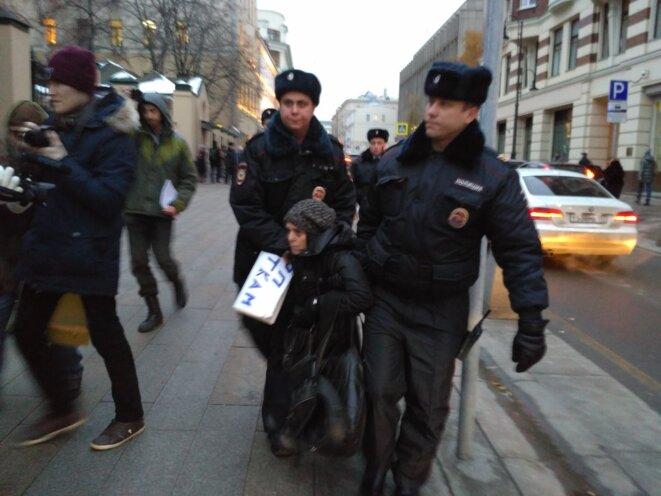 Arrestation de Macha Ryabikova © Grani.ru