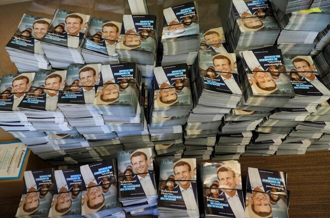 Programas en la sede de En Marche!, Macron es el jefe y el producto. © Reuters