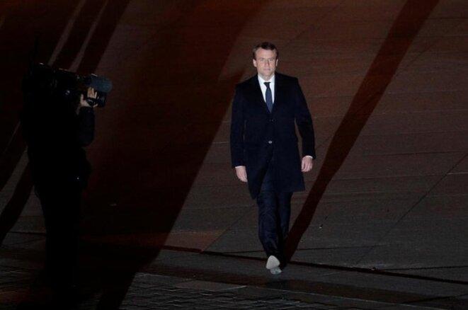 Le nouveau président se dirige vers ses sympathisants esplanade du Louvre, le 7 mai 2017, à Paris. © Reuters