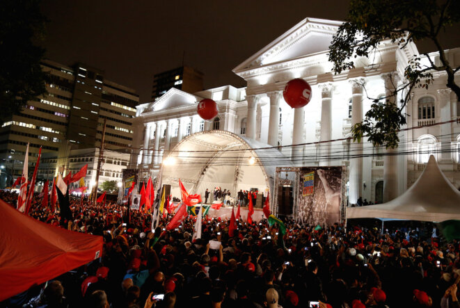 Rassemblement des partisans de Lula à Curitiba, mercredi 10 mai. © Reuters