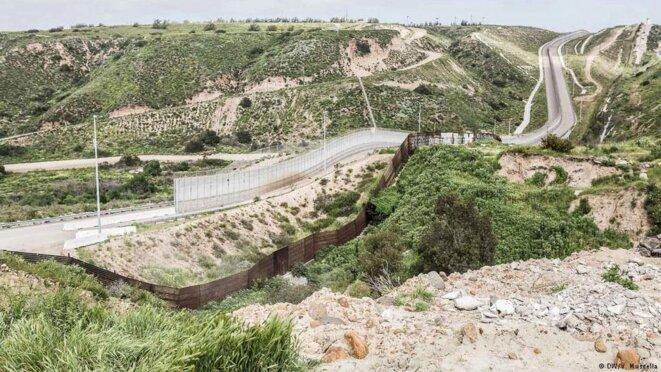 Un bidonville de la périphérie de Tijuana qui sera coupé par l'avancement du mur frontalier © Valerio Muscella