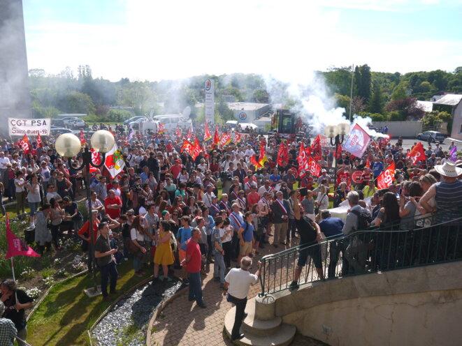 Devant la mairie de La Souterraine, mardi 16 mai. © D.I.