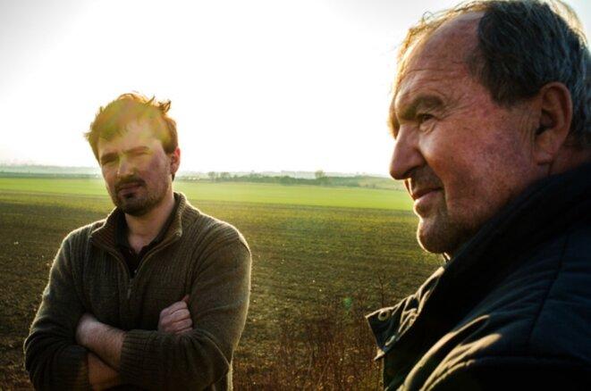 Dominique et Robin Plet, agriculteurs sur le triangle de Gonesse, en avril 2016 ©Yann Guillotin.