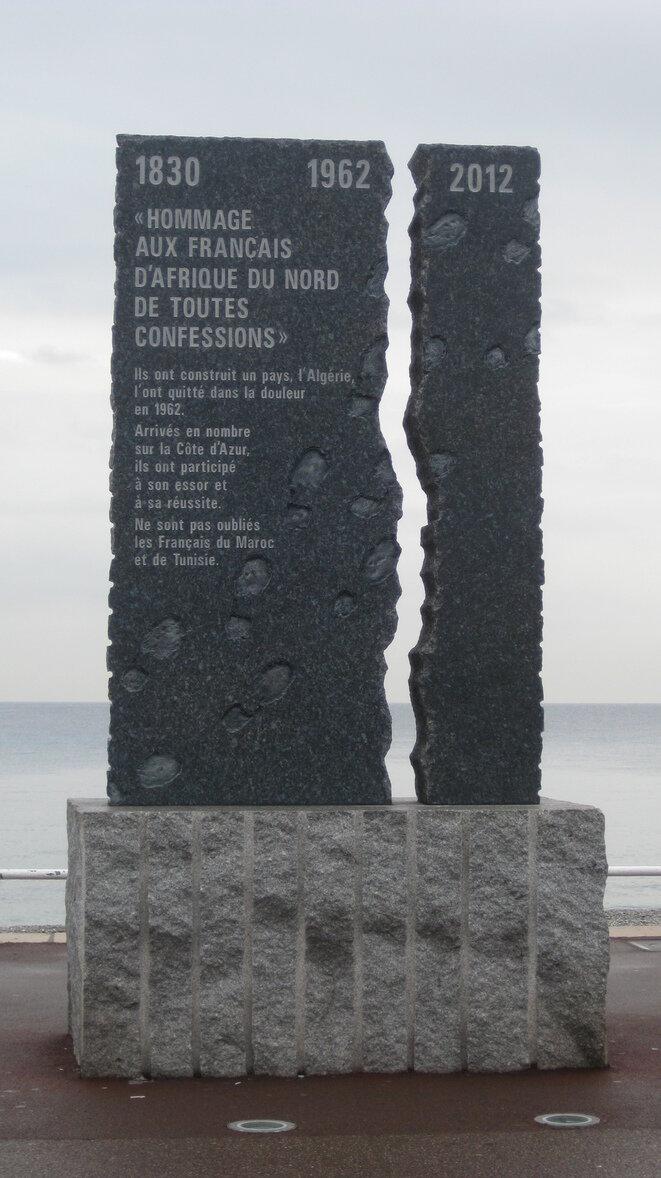 Stèle commémorant la fin de l'Algérie française, sur la promenade des Anglais à Nice.